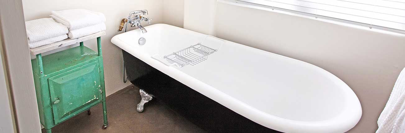 Art Deco Apartment Claw Foot Bath